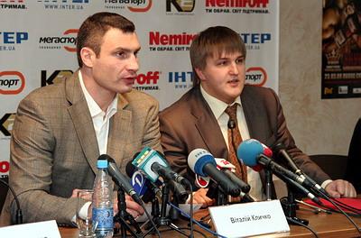 Смотрите фотогалерею Виталий Кличко и Александр Красюк на пресс-конференции в Днепропетровске