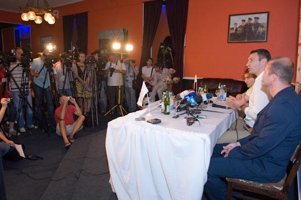Смотрите фотогалерею Пресс-конференция в Одессе
