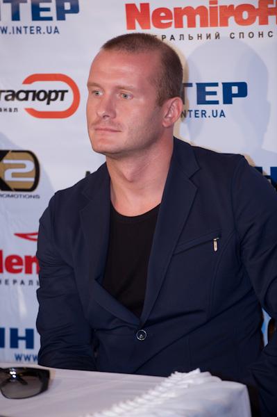 Смотрите фотогалерею Вячеслав Узелков на пресс-конференции в Одессе