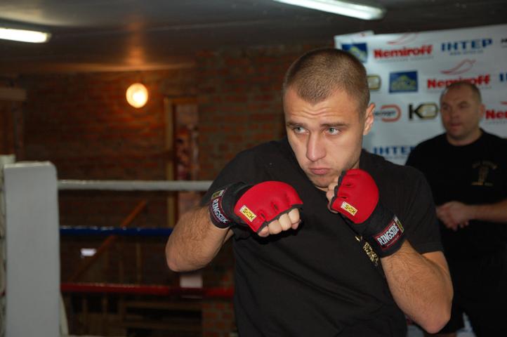 Смотрите фотогалерею Макс Бурсак во время открытой тренировки
