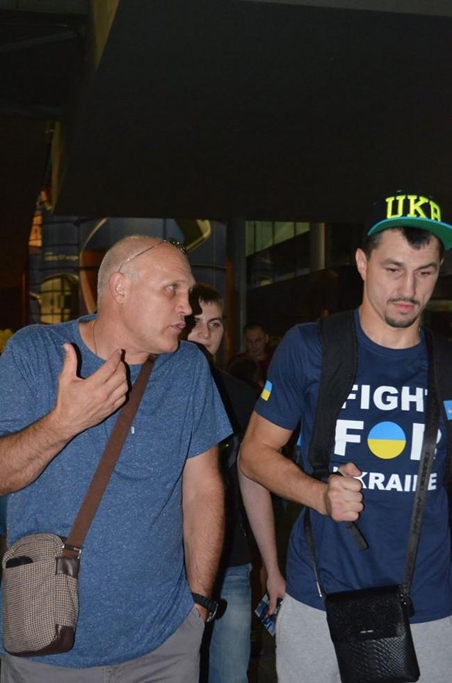 Смотрите фотогалерею Встреча Виктора Постола в аэропорту Борисполя