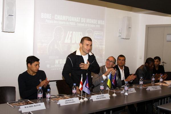 Смотрите фотогалерею Автандил Хурцидзе на пресс-конференции перед боем