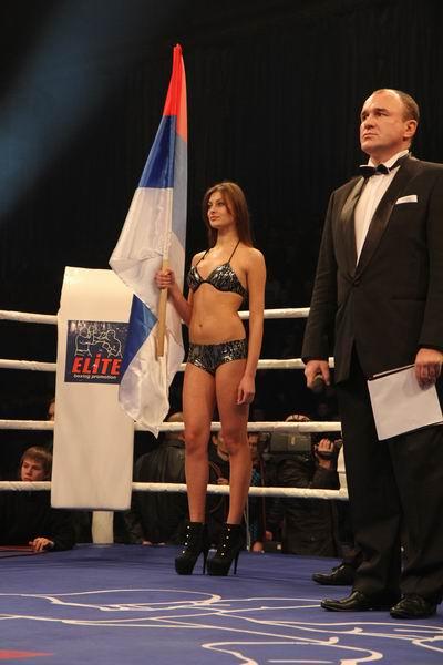 Смотрите фотогалерею Ring card girls турнира в Запорожье