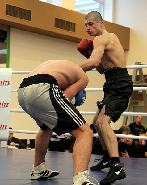 Олег Коробко в поединке против Дениса Тупиленко