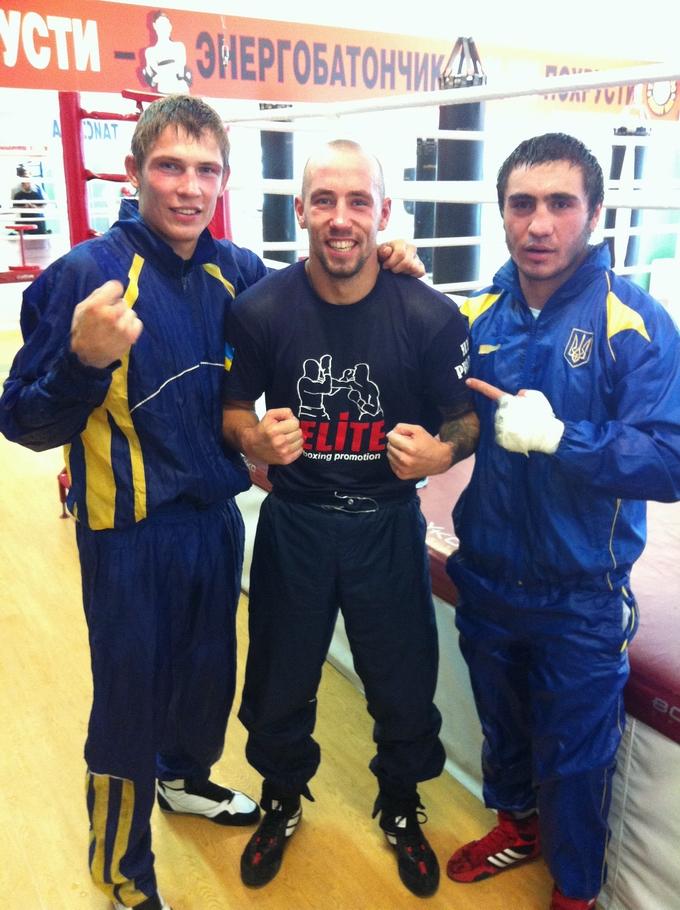 Илья Примак (в центре) со своими одноклубниками Стасом Скороходом (слева) и Маратом Кулумбеговым (справа)