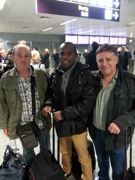 Смотрите фотогалерею Игнасио Мендоса со своим тренером Хосе Луисом Фернандез де Арройабе (слева) и промоутером Энрике Сория Кано