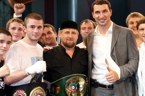 Смотрите фотогалерею Заурбек Байсангуров, Рамзан Кадыров и Владимир Кличко на турнире в Грозном 15 августа 2009